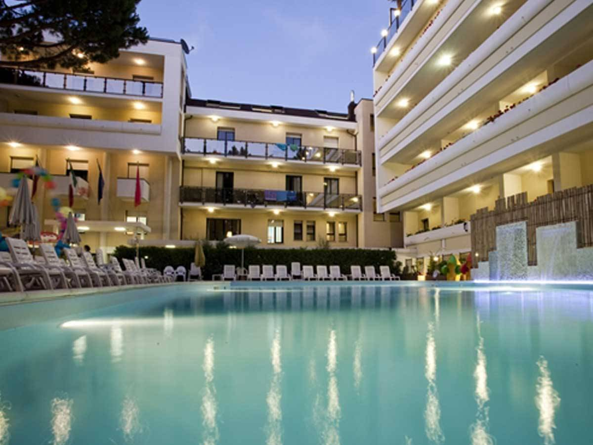 Schwimmbad club family hotel executive